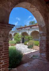 Mission, San Juan Capistrano, archway, Tom Jewett, San Juan, courtyard