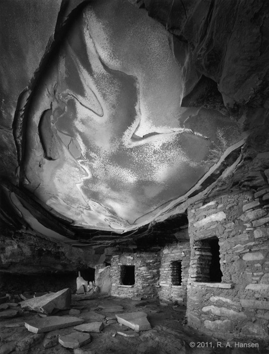 This very special 800 year old Anasazi ruin site, hidden in a remote canyon in southern Utah, was located only after an extensive...