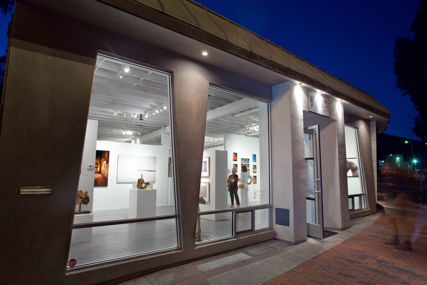 Robert celebrates his sixth year of representation by Forest Ocean  Gallery in Laguna Beach, CA.  This fine gallery, located...